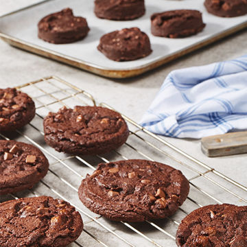Picture of Double Chocolate Chunk Cookie Pucks (90)