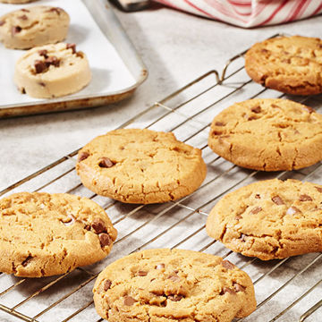 Picture of Milk Chocolate Chunk Cookie Pucks (90)